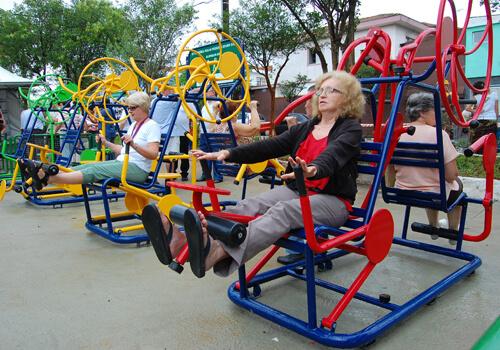 Academia ao ar livre em parques